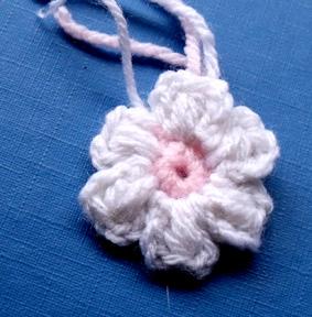 tricoter une petite fleur au crochet