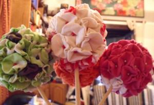 Tuto boule de fleurs en tissu dans couture dscf2784-300x205